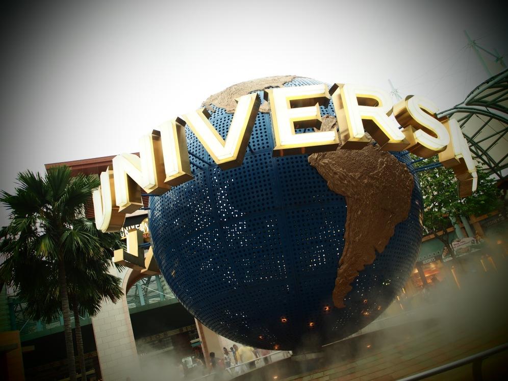 The iconic Universal globe.