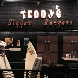 Teddy's Bigger Burgers in Ekamai